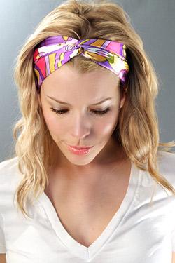 Nouer un foulard dans ses cheveux